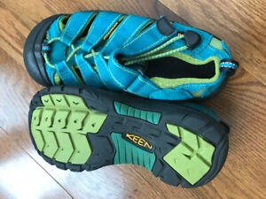 Youth keens sandals size 1
