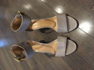 Nine West, grey sandal