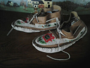 BEADED INDIAN MOCCASINS Windsor Region Ontario image 2