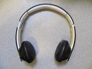 Aluratek Bluetooth on- ear Headphones