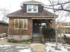 Charming & Updated Main Level Unit - FOR RENT!