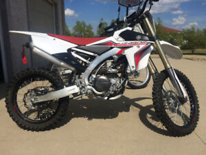 Yamaha YZ450F like brand new!