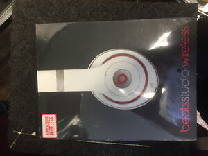 Beats by dre studio wireless Bluetooth brand new in box Cambridge Kitchener Area image 2