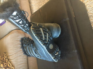 Thinsulate boots, brand new. Size 8 ladies