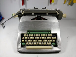 Dactylo / machine à écrire / typewriter Olympia SG3 Argent