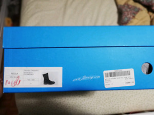 BNIB Fluevogs