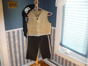 COSTUME D'HALLOWEEN:  HABIT DE PIRATE A VENDRE