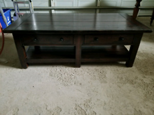 Double sided drawer coffee table