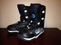NEW BOYS MORROW SNOWBOARD BOOTS SIZE 4 WITH BINDINGS