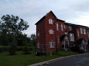 Oak Ridges Richmond Hill 3+1 Bdrm Ravine Townhome For Rent