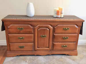 Gourgous real wood dresser/console table