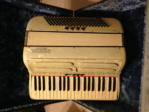 Vintage Accordion, works great. $160 Windsor Region Ontario image 1