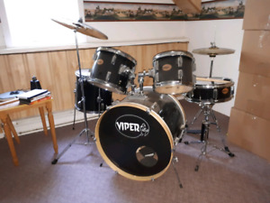 Viper drum set in amazing shape! Great to learn on!