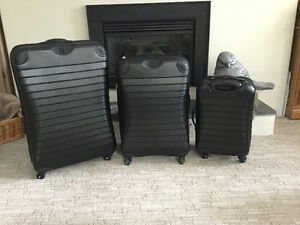 3 piece luggage....in Langley