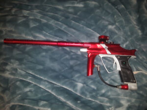 Vanguard creed paintball gun with accessories
