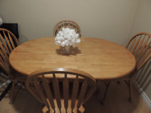 Oak table set with 4 chairs