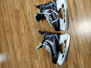 Bauer supreme 1s skates size 9 in decent condition