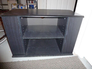 TV stand / table de television