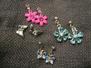 Selling 4 pairs of earrings for girls kids with small gift bag