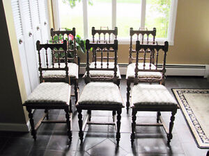 LATE 1800's SOLID OAK DINING ROOM TABLE & 6 CHAIRS Prince George British Columbia image 5