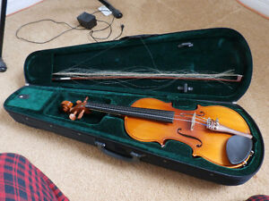 Excellent condition Violin. Comes with case, bow, resin.