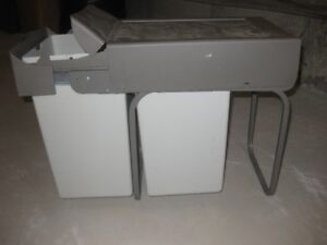 Under-Counter Pull-out Trash Can