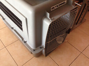 Like New - Pet Mate SkyKennel 700 (90-125 Lbs - Extra Large)