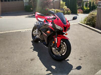 Like New Super Low KM 2011 Honda CBR 600 RR 2k KM