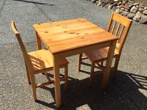 Bowser Small tables and chairs
