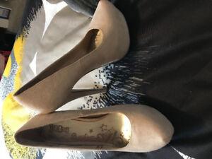 Brash heels size 7 suede type material
