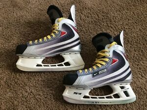 Mens Bauer Vapor X11 Senior Hockey Skates. 9.5D