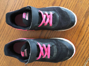 Girl's Nike Running Shoes