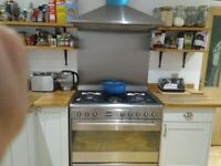 Lovely Howdens shaker style kitchen w worktops and oven included