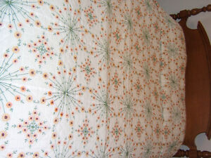 DAISY HAND QUILTED QUEEN SIZE QUILTED BEDSPREAD Kingston Kingston Area image 2
