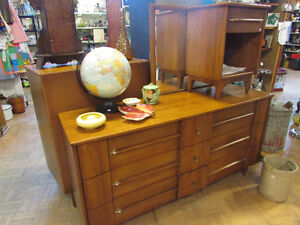 MID CENTURY MODERN ELM DRESSERS AND NIGHT TABLE Edmonton Edmonton Area image 4