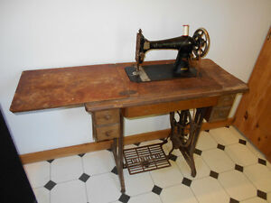SINGER TREADLE SEWING MACHINE ,REDUCED!