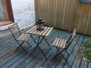 Chaises et table terrasse pliable