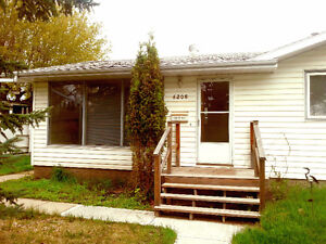 Perfect Location - 3 Bedroom House for Rent [Camrose]