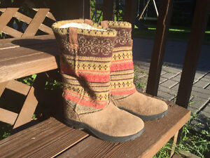 Keen Sweater top boots youth 3