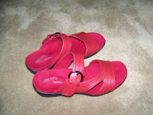Women's Red Sandals< BRAND NEW, Size 7W, etc.