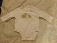0-3 month ong sleeve 'Mommy Loves Me' bodysuit