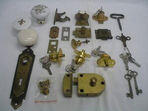 serrures meuble antique, loquets, clés et +