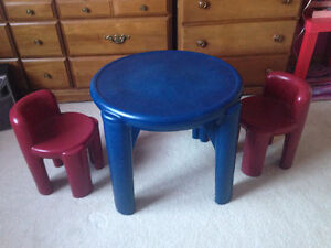 Little Tikes toddler table with 2 chairs