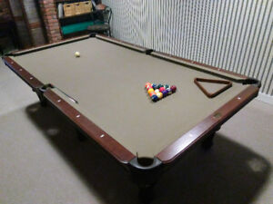 Olhausen Pool Table  5x9 Almost Like New Premium Billiard Table