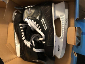 Men's Bauer skates.Brand new (used once). Size 11 (shoe size 12)