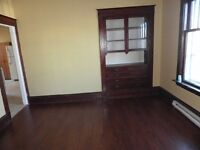 Lower duplex 3 bedrooms apartment on High Street
