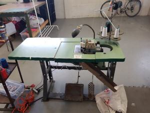 Industrial overlock / surjetteuse 3 thread in great condition