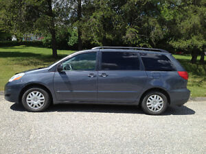 2008 Toyota Sienna LE - 8 places