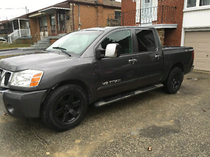2005 Nissan Titan LE fully loaded with Leather
