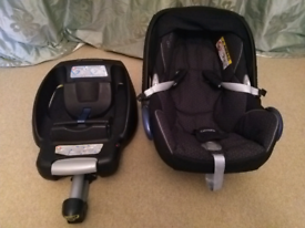 Maxi Cosi cabriofix car seat with isofix base and newborn insert